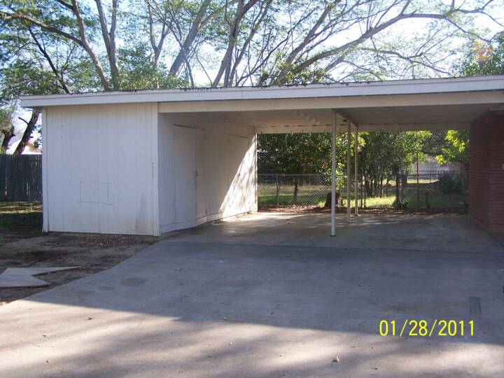 Well kept homes for lease Carport with storage room